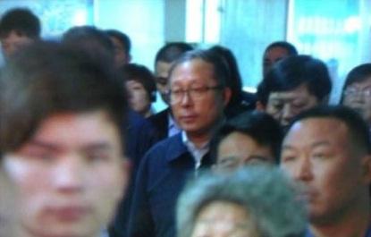 湖北省委书记李鸿忠在十堰站赶火车