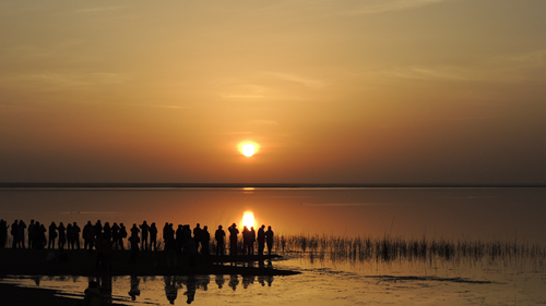 居延海看日出