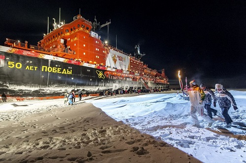 奥运火炬首次到达北极