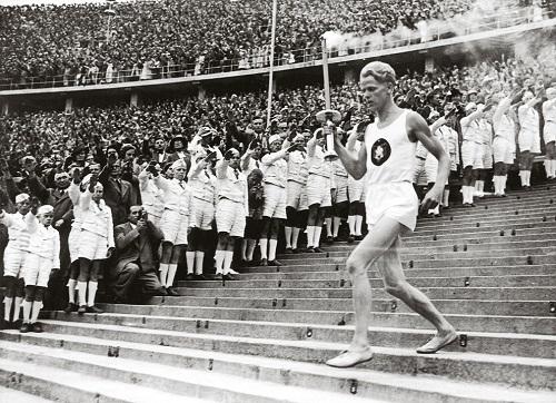 1936年德国柏林奥运会首次传递火炬