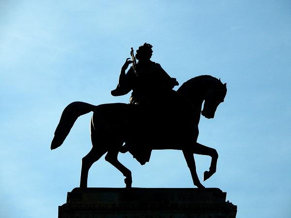 歌剧院青铜雕像
