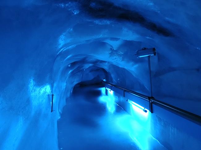 铁力士山冰洞
