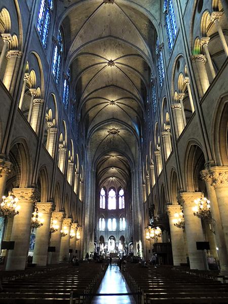 巴黎圣母院内景