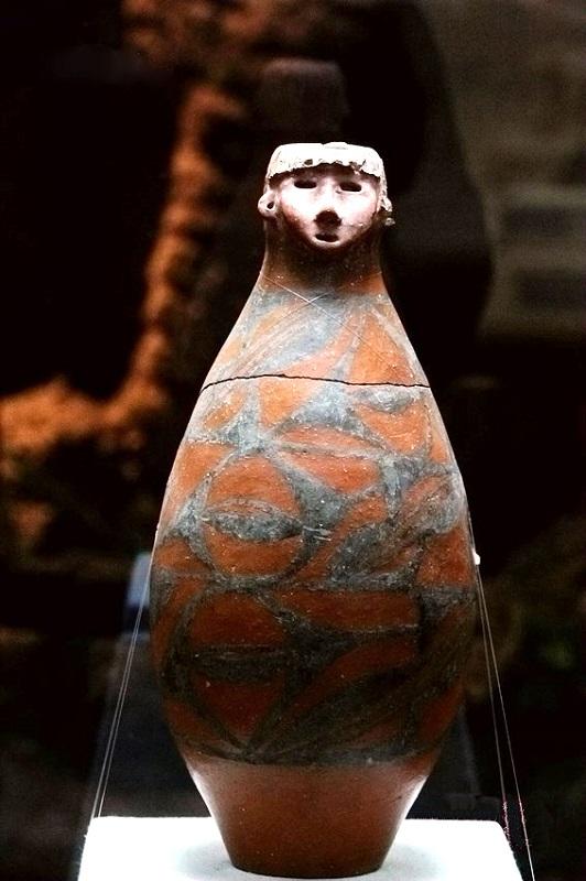 人头形器口彩陶瓶